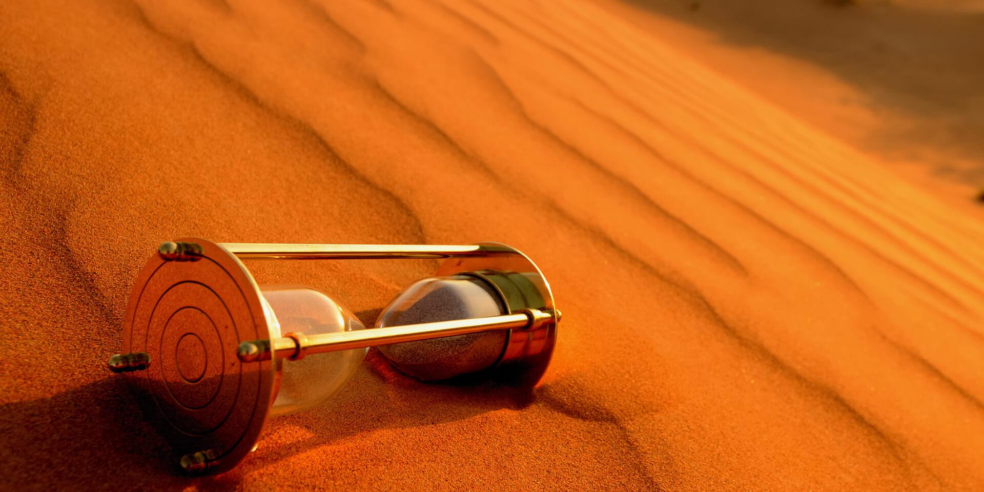 Sanduhr in der Wüste