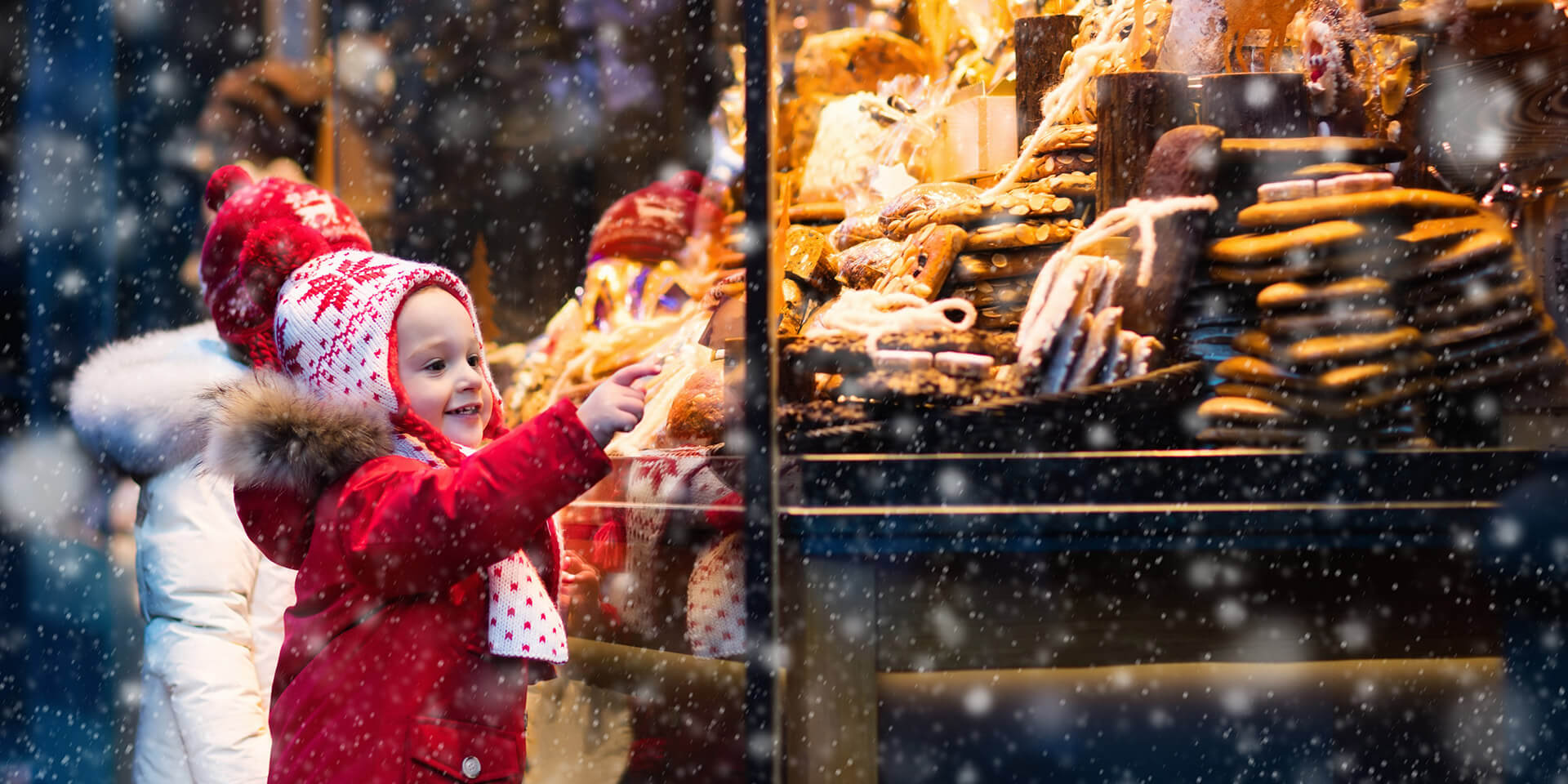 Kind auf dem Weihnachtsmarkt